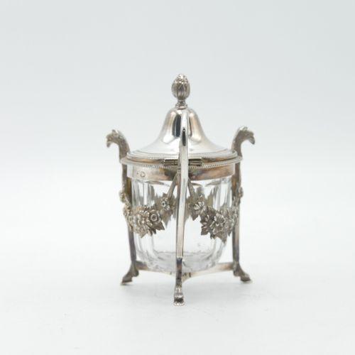 PARIS 1789 1809  Moutardier en argent à décor de guirlandes de fleurs retenues p…