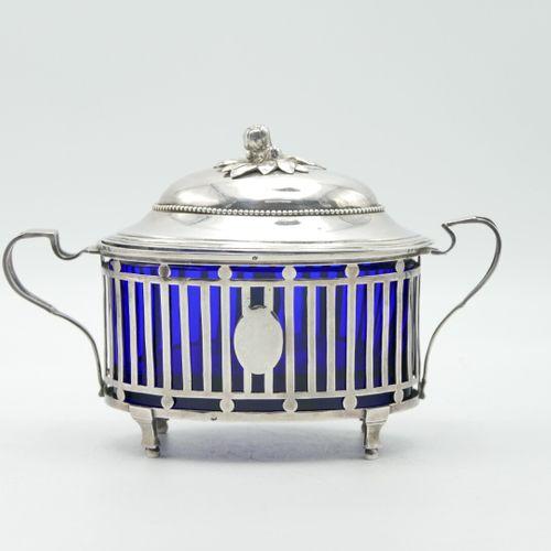 PARIS 1788  Pot couvert ovale en argent Louis XVI à double anse, la monture ajou…