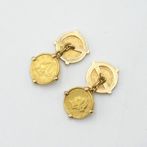 XXe SIÈCLE  Paire de boutons de manchettes en or 750/1000e composée de quatre pi…
