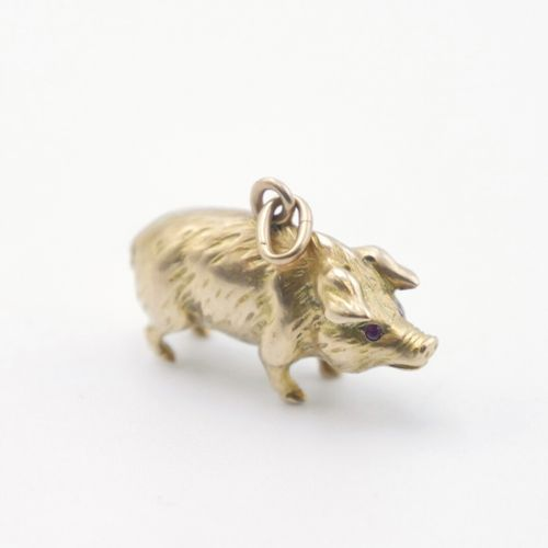 20th CENTURY  Gold pendant in the shape of a pig, the eyes simulated by two smal…