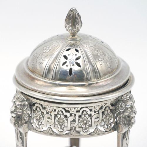 FRANCE FIN XIXe DÉBUT XXe SIÈCLE  Brûle parfum en argent 950/1000e de style néoc…