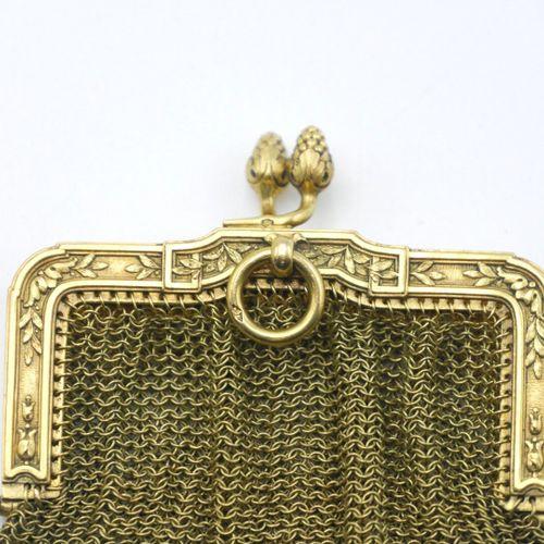 FRANCE VERS 1900  Porte monnaie en or 750/1000e en cotte de mailles, le fermoir …