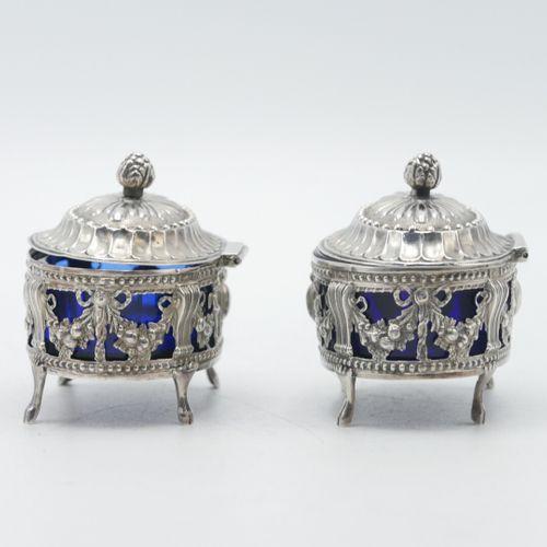PARIS 1781 1789  Paire de salerons Louis XVI en argent 800/1000e à décor de putt…