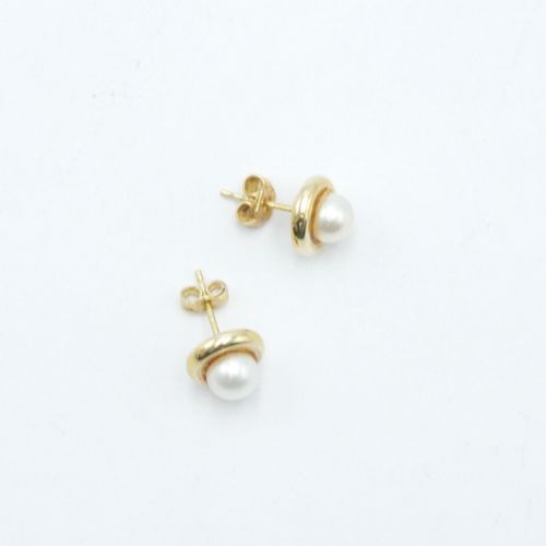 MODERN WORK  Pair of ear studs in gold 750/1000e set with a cultured pearl  Gros…