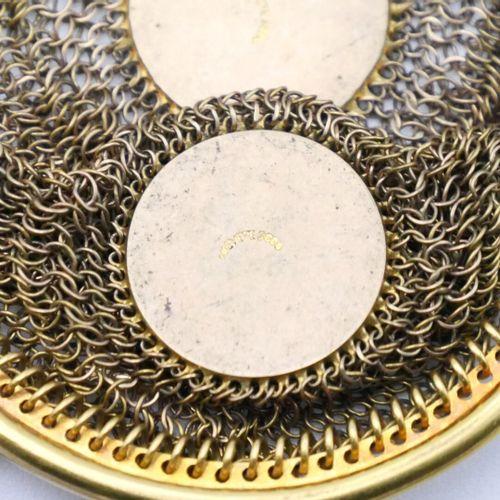 FRANCE VERS 1900  Porte monnaie en or 750/1000e en cotte de mailles de forme ron…