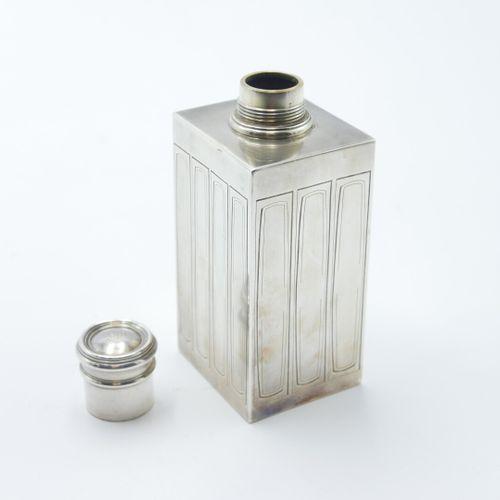 Gustave KELLER Paris DÉBUT DU XXe SIÈCLE  Lot comprenant un flacon en argent 925…