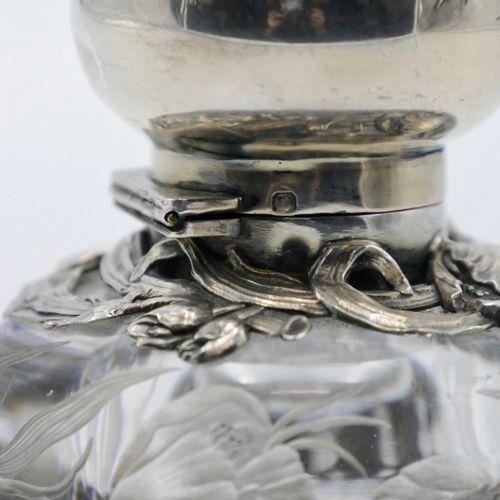 FRANCE Vers 1900  Encrier en verre gravé et monture en argent 950/1000e à décor …