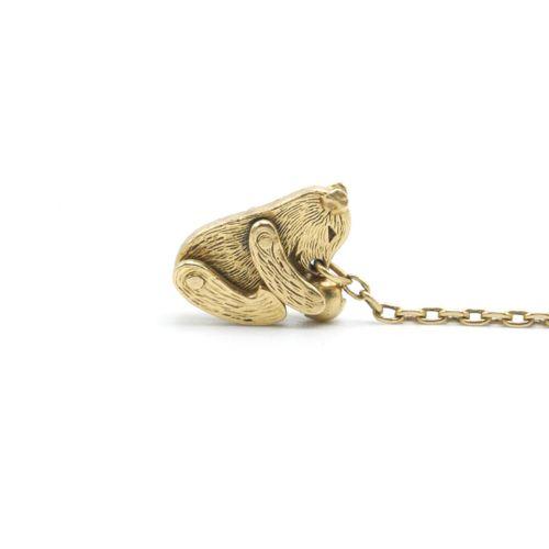 XXe SIÈCLE  Ourson articulé jouant avec une balle, retenu par une chaîne en or 7…