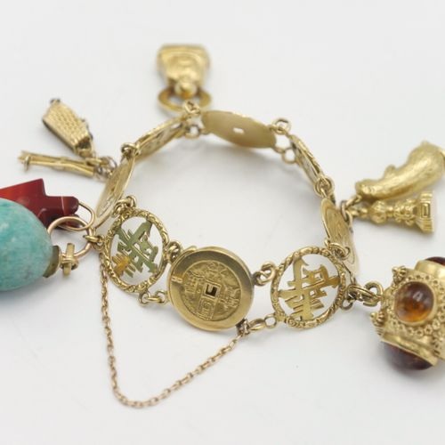 ASIA 20th CENTURY  Articulated bracelet in gold 750/1000e, decorated with coins …