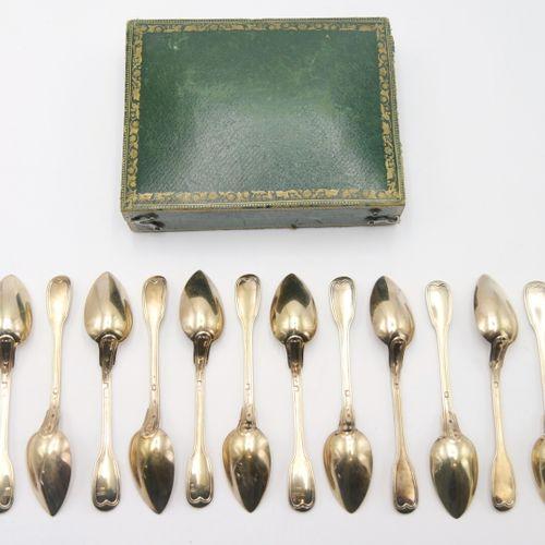 PARIS DÉBUT DU XIXe SIÈCLE  Suite de douze cuillères à dessert en argent doré 95…