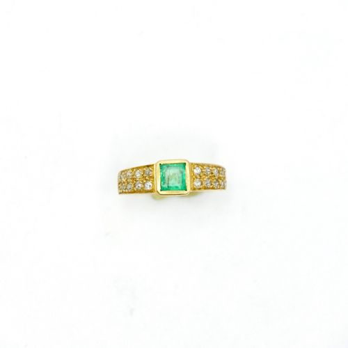 20th CENTURY  Yellow gold ring centered on a square emerald in a closed setting,…