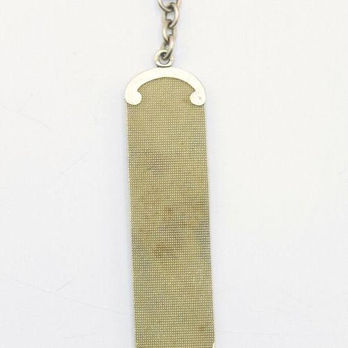VERS 1900  Ruban porte montre en or 585/1000e centré d'une petite pierre bleue o…