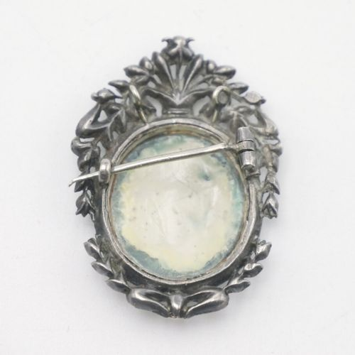 IN THE TASTE OF THE 18th CENTURY  Small brooch forming a pendant in silver 800/1…