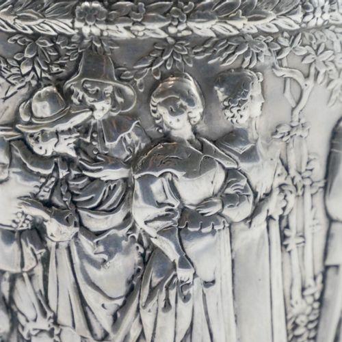 ALLEMAGNE ? FIN DU XIXe DÉBUT DU XXe SIÈCLE  Boîte à thé, section ovale en argen…