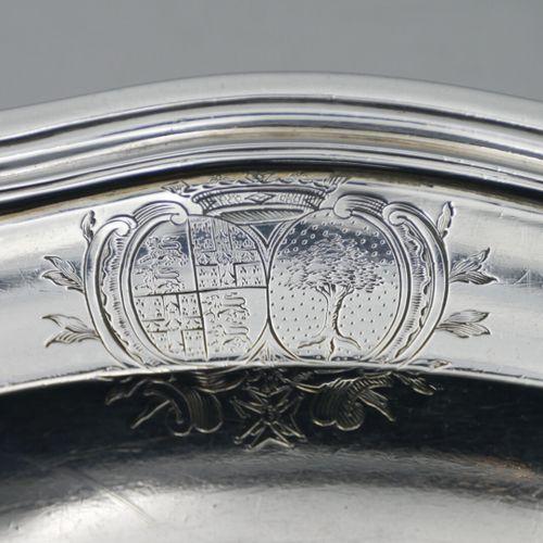 Jean François OSMONT Caen 1774 1780  Plat en argent à bord chantourné, modèle fi…
