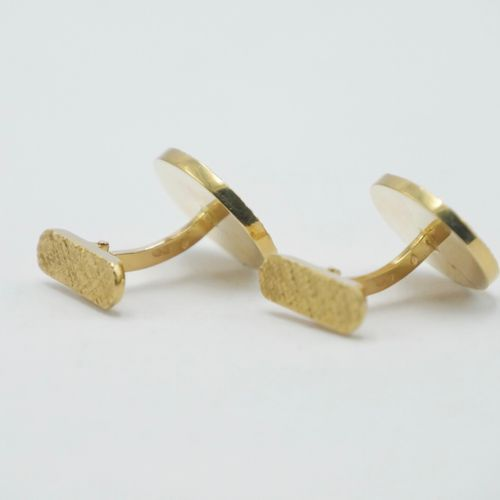 CIRCA 1950 1960  Pair of gold cufflinks 750/1000e oval guilloche shape  Traces o…