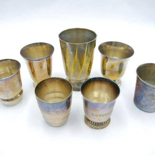 XXe SIÈCLE  Lot de sept timbales en métal argenté dont quatre de forme tulipe, u…