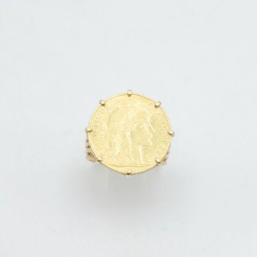 FRANCE XXe siècle  Pièce de 10 francs or Marianne monté en bague, monture ajouré…