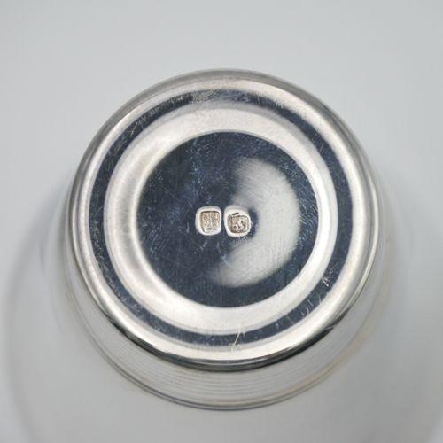 LIBERTY Orfèvre  Timbale en métal argenté avec pied rainuré, gravée Pierre Loup …