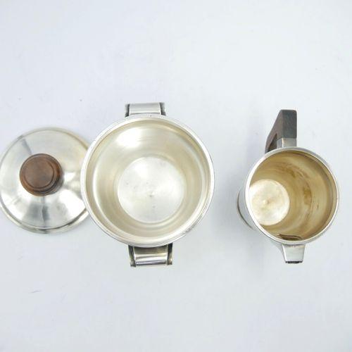 BOULENGER  Service à thé en métal et bois de style Art Déco comprenant deux vers…