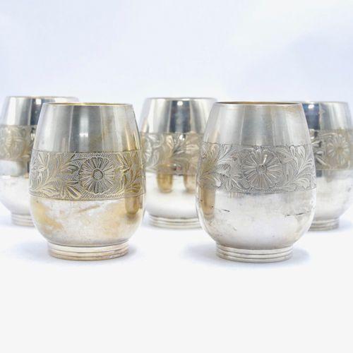 INDE & ASIE XXe siècle  Lot de pièces en métal argenté comprenant douze gobelets…