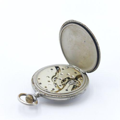 LIP  Chronomètre en acier, cadran émaillé fond blanc à chiffres arabes, trotteus…