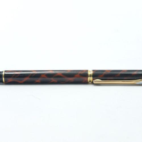 WATERMAN  Stylo plume en résine noir et métal doré, plume 750/1000e (Poids brut …