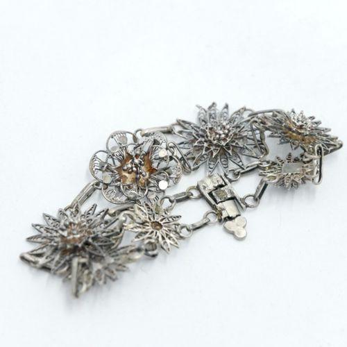 INDE & ASIE XXe siècle  Lot de bijoux en métal et perles dont trois colliers et …