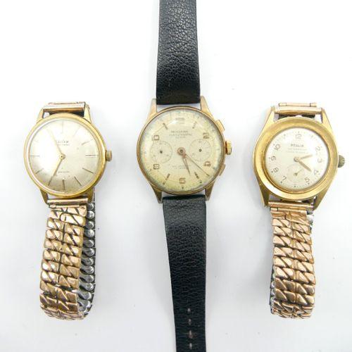 REGLIA, MONDAINE, CHILEX  Trois montres d'homme, boîtier en métal doré et bracel…