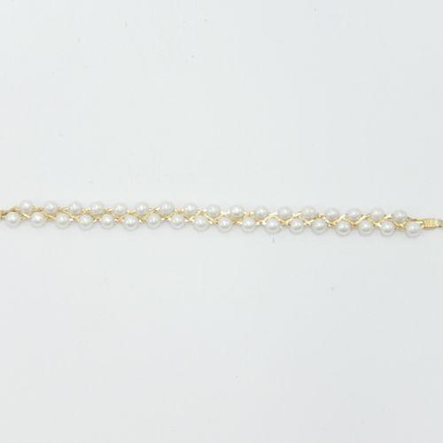 BIJOUX FANTAISIE  Lot comprenant une parure en métal et perles bracelet et colli…