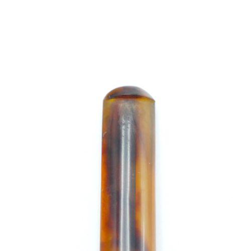 VERS 1900  Porte cigarette en corne et bague en or 750/1000e  Poids brut: 10,8 …