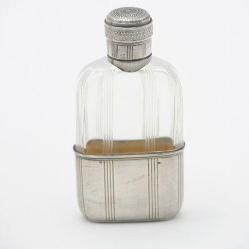 LONDRES 1905  Flasque en cristal taillé et monture en argent anglais 925/1000e  …