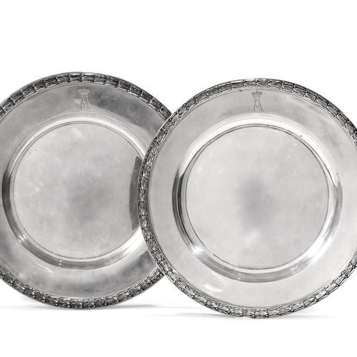 Pair of silver plates 84 zolotniks  (875/1000) engraved on the edge in the centr…