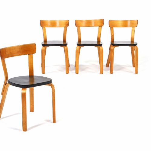 Alvar AALTO (1898 1976)  4 chairs say 69 Birch plywood 74 x 43 x 43 cm.  Set of …