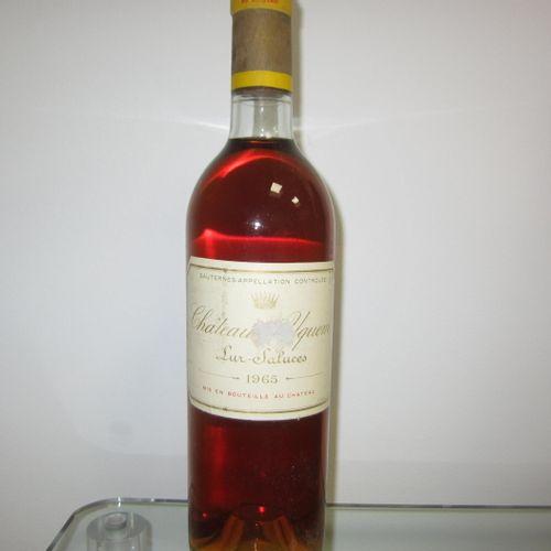 Sauternes, Château d'Yquem 1965, étiquette légèrement altérée, haute épaule