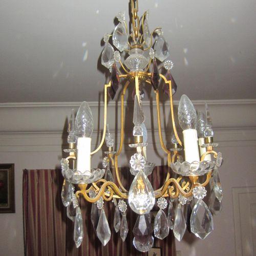 Lustre en métal doré avec pendeloques en verres, hauteur 75cm