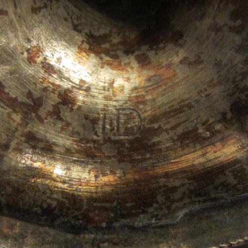 Paire de bougeoirs en bronze doré ciselé et décoré, signés JD, hauteur 20cm, bon…