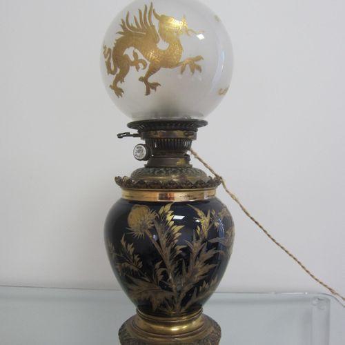 Grande lampe en céramique bleu nuit rehaussé de décors dorés de chardons, oiseau…
