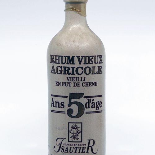 1 B RHUM VIEUX AGRICOLE ISAUTIER (5 ans d'âge)  Année : années 1990  Appellation…