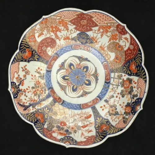 Round porcelain dish with concentric decoration radiating cartouches in the basi…