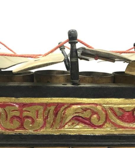 INDONESIA, slenthem in carved and painted wood with scroll decoration, bronze bl…