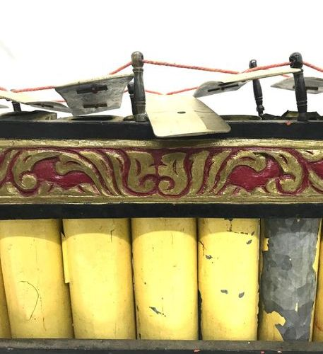 INDONESIA, slenthem in carved and painted wood with scroll decoration, the blade…