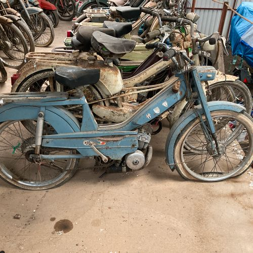 MOTOCONFORT Mobylette bleue, cyclomoteur, complète, à restaurer. (161)