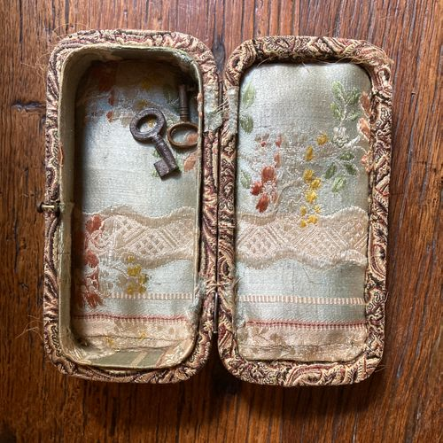 Tortoise shell box with inlaid decoration of flowers and gold fillets.  Worn fab…