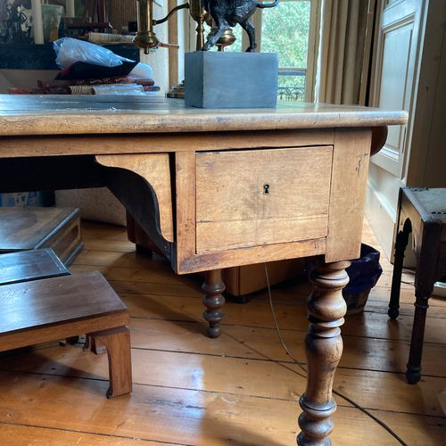 Large flat desk in stained walnut, moulded and carved. It stands on four twisted…