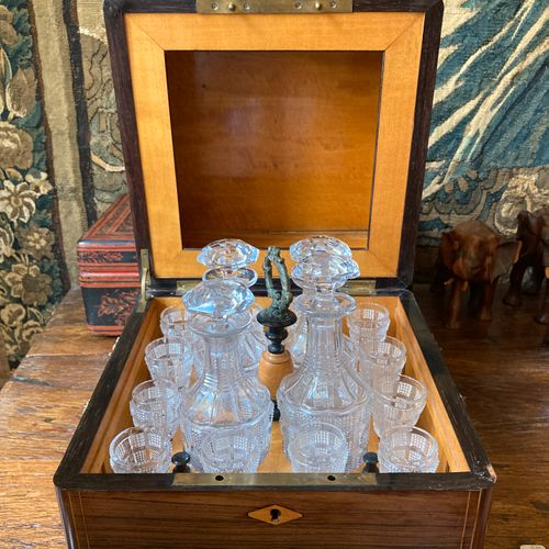 Cubic shaped liquor box in rosewood veneer and light wood marquetry. The lid inl…