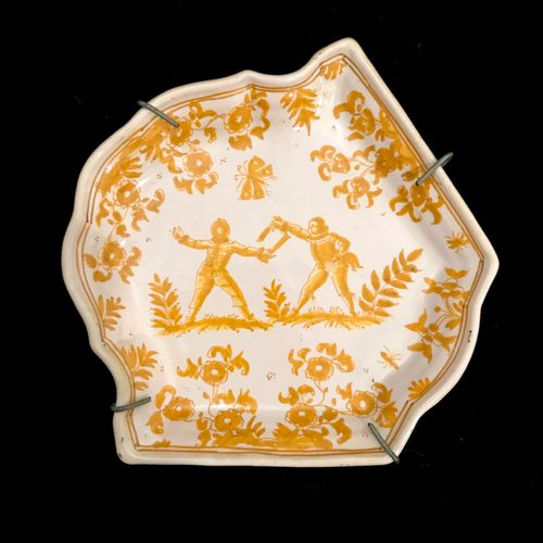 MOUSTIER MOUSTIER, small earthenware serving dish. 18th century. Length : 14,7 c…