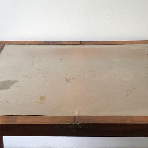 Folding game table in veneer. Cracks, wear, holes in the felt. Length : 81 cm. H…