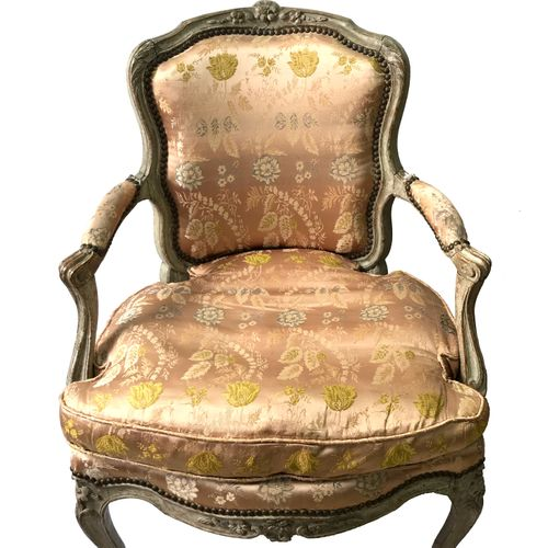 Beech cabriolet armchair, moulded and carved with flowers, it rests on four camb…