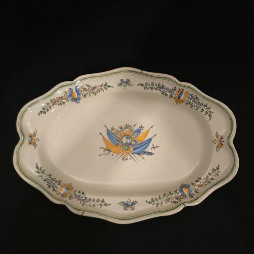 SAMADET, large oval dish with scalloped edge with polychrome decoration in the c…